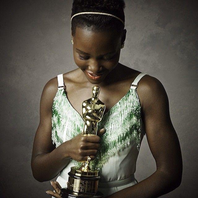 Фотопортреты звезд от Марка Селиджер (Mark Seliger) после церемонии Оскара: Люпита Нионго с Оскаром