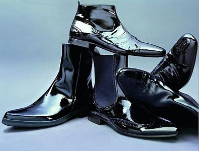 Лаковая обувь в этом сезоне лишилась привилегий.  Носите ее с утра до...
