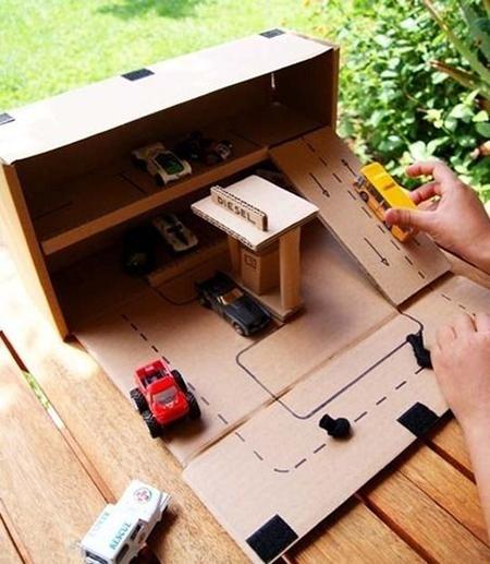функциональный гараж/парковка для маленьких машинок