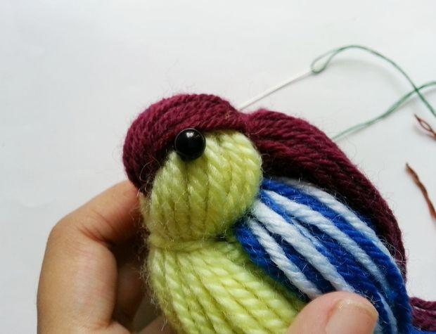 Глазки пришиваем по бокам головы птички нитками в цвет бусин или тоже приклеиваем