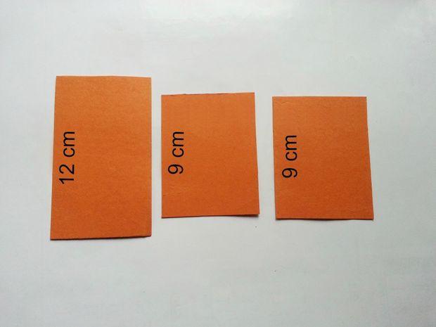 Из картона вырезаем 3 прямоугольника шириной 4-5 см и следующей длины: 2 шт. по 9 см и 1 шт. 12-ти см