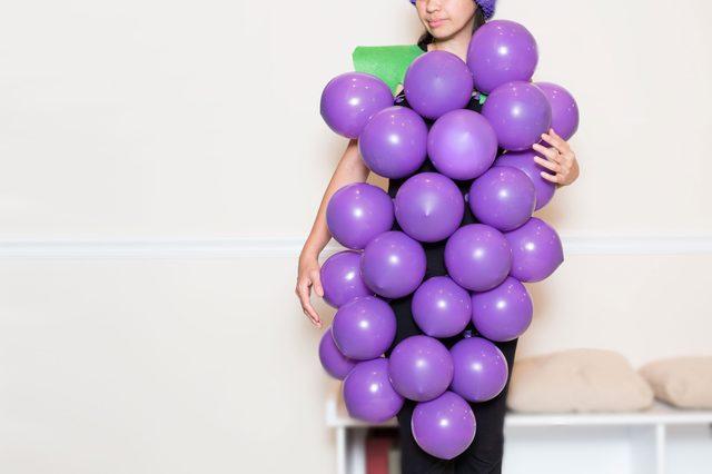 Как сделать простые, но эффектные маскарадные костюмы на скорую руку - виноградная гроздь