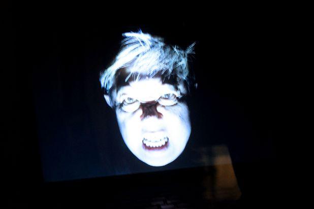 Как сделать высокотехнологичную иллюзию привидения для вечеринки на Хэллоуин