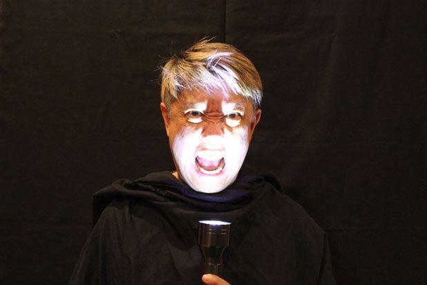 снять видео пугающей головы или цельной фигуры для имитации привидения на Хэллоуин