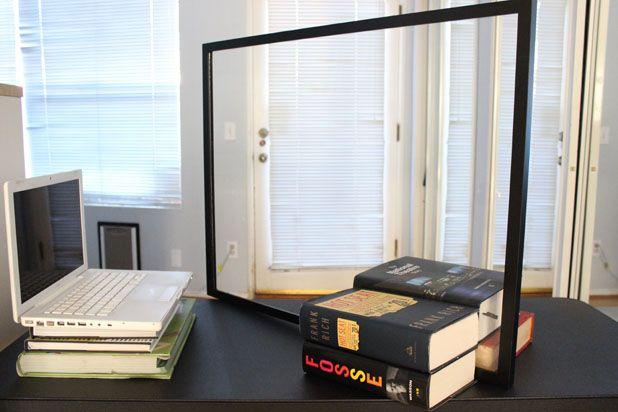 Вставьте кусок плексиглас в небольшую рамку для картины и поставьте его под 45 градусов по отношению к экрану