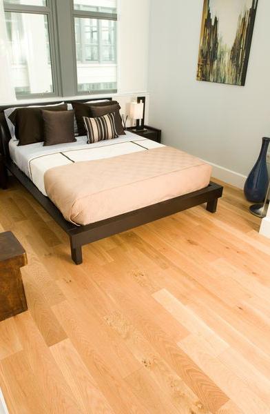 Покупатели просто обожают такие спальни, со свежим и чистым видом деревянных полов