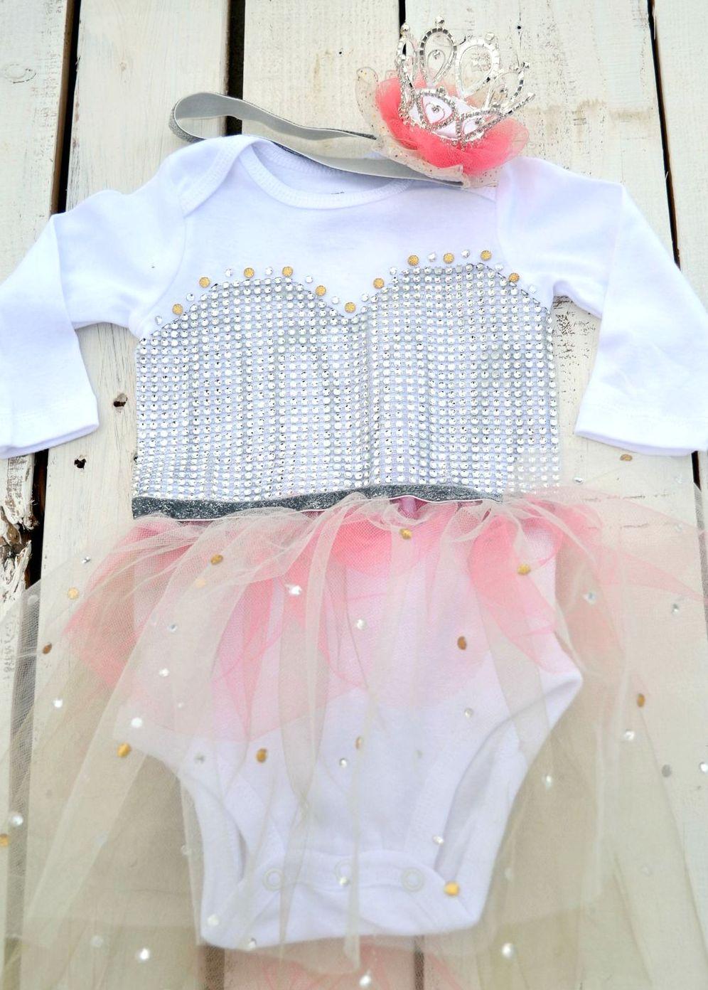 Как украсить детское боди для девочки в виде костюма принцессы?