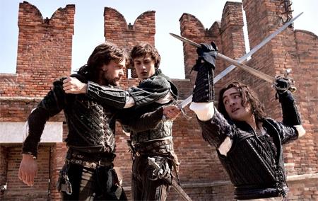Ромео и Джульетта фильм 2013 драка на шпагах кадр из фильма