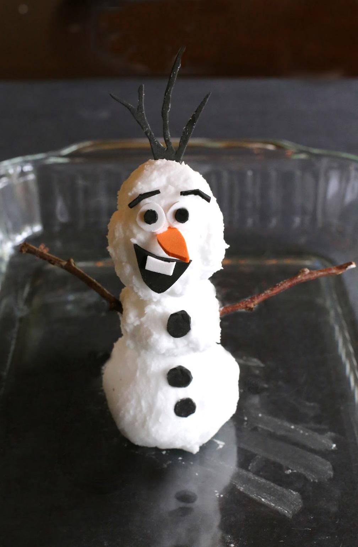 Снеговик из особого извергающегося и пенящегося теста - из мультфильма Холодное сердце