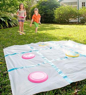 Крестики-нолики на простыне с летающими тарелками: креативно развлечь детей на даче -