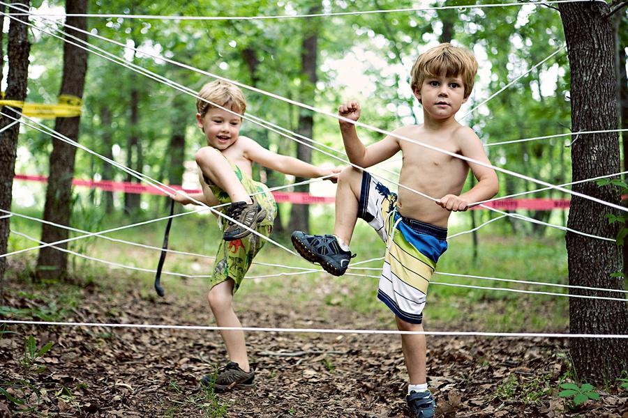 «Лазерная» полоса препятствий: креативно развлечь детей на даче