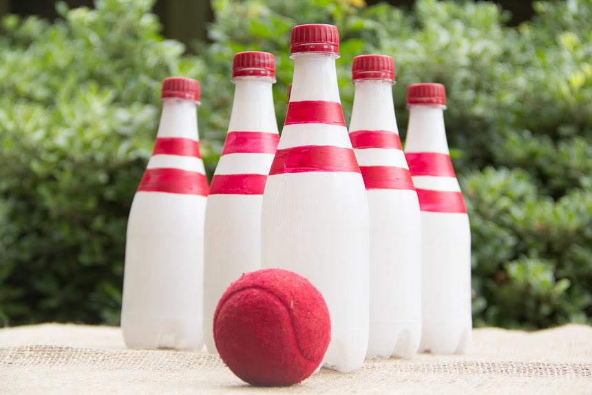 Боулинг из молочных бутылок и мяча: креативно развлечь детей на даче