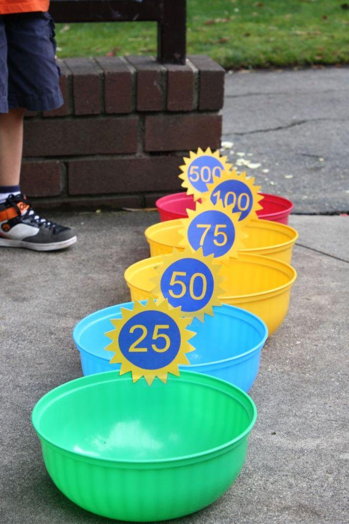 Как креативно развлечь детей на даче: улица - попади мячом