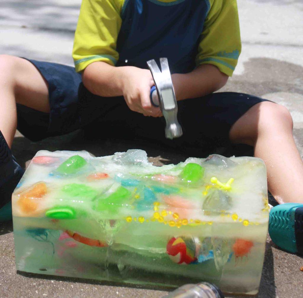 Как креативно развлечь детей на даче: улица, для жарких дней - поиск сокровищ/охота за мусором во льду