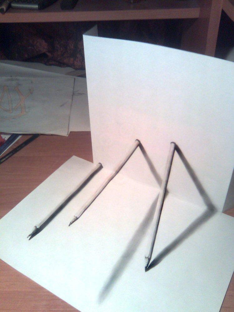 3D рисунок (объемный) на бумаге: карандаши