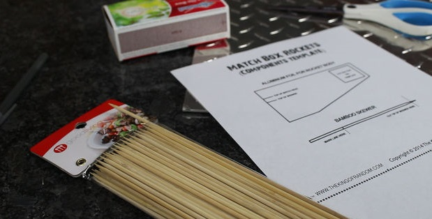 деревянные шампуры, упаковка; распечатанный шаблон