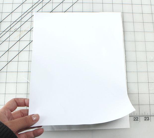 Крепим ткань к бумаге.