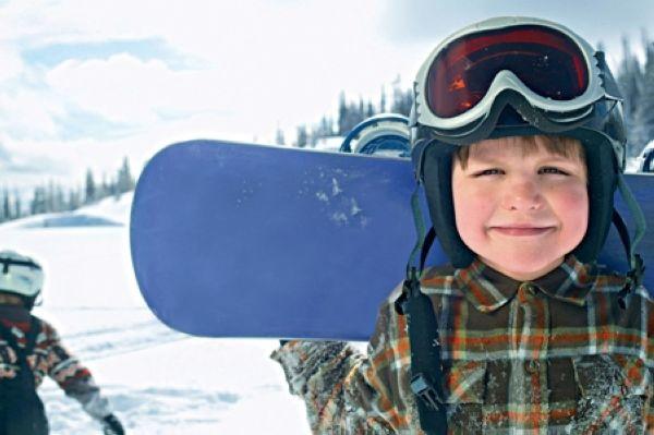 Один ребенок - одно основное увлечение: мальчик со скейтбордом