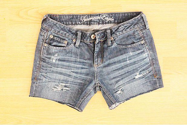Как сделать шорты из джинс и модно порвать их (и не только - новый тренд рванки)
