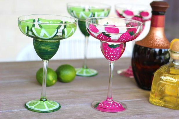 Как сделать раскрашенные вручную летние бокалы для коктейлей и шампанского