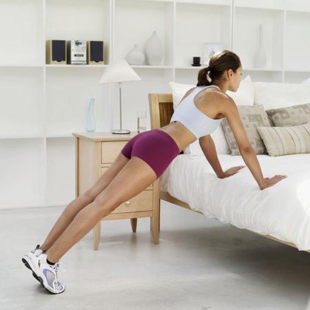 Существует огромное количество, в том числе и силовых, упражнений со стулом, кроватью, столом, и даже без них