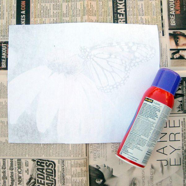 намазываем рисунок спреем-клеем