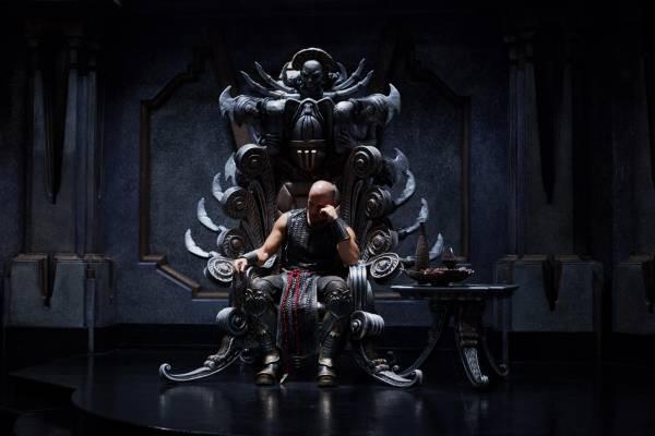 фильм «Риддик 3» (Riddick) 2013, осень, кадр из фильма, Риддик на троне Некромонгеров