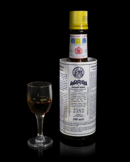 главный биттер (сироп) для коктейлей Ангостура (Angostura)