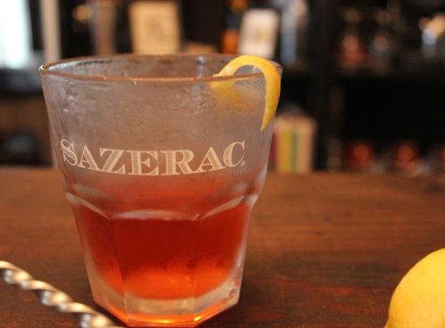 коктейль с биттером Сазерак