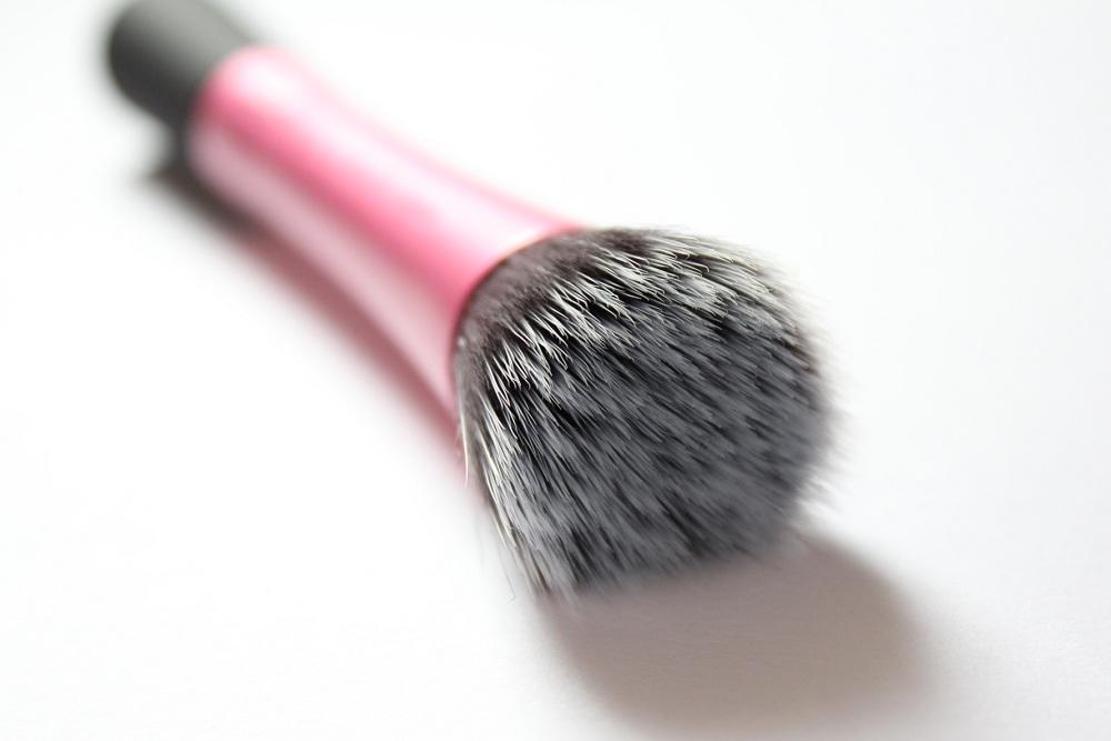 кисть stippling brush (кисть для нанесения основы)