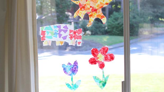 цветные бумажные витражи на окнах детское рукоделие