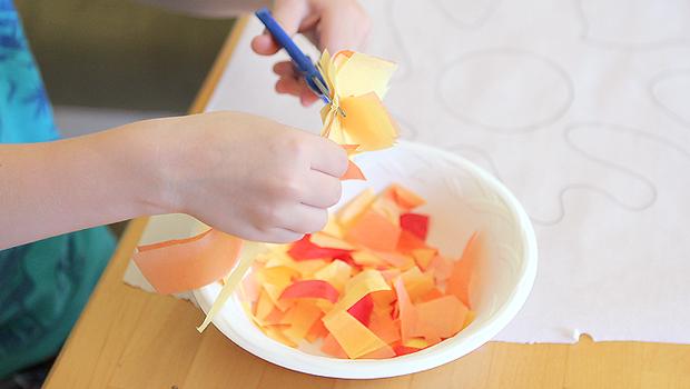 режет тонкую цетную папиросную бумагу