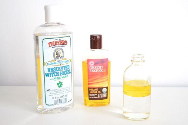 Вам нужны равные части всех трех ингредиентов – гамамелиса, масла и воды