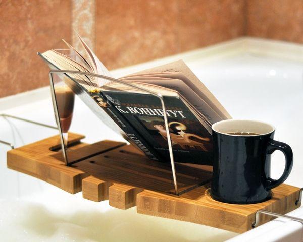 углубление под чашку в столе-полке для ванной