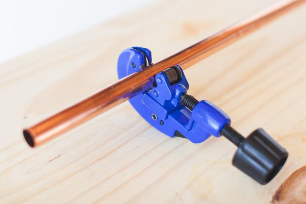 Отмерьте и нарежьте труб в описанном выше количестве по указанным там же длинам