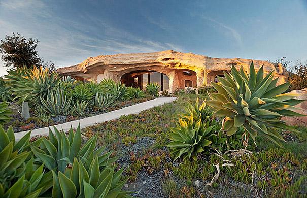 Как выглядит Топ-10 домов мира с самой экстравагантной планировкой - Дом Дика Кларка (Dick Clark), вдохновленный мультсериалом о Флинстоунах