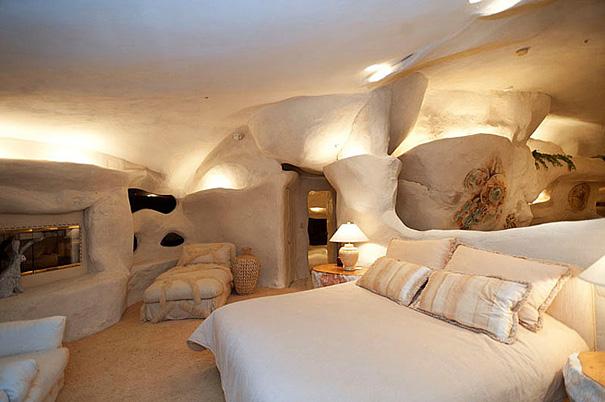 Как выглядит Топ-10 домов мира с самой экстравагантной планировкой - Дом Дика Кларка (Dick Clark), вдохновленный мультсериалом о Флинстоунах - интерьер