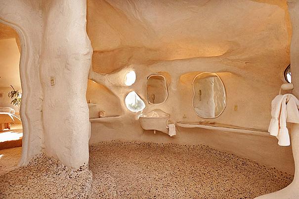 Как выглядит Топ-10 домов мира с самой экстравагантной планировкой - Дом Дика Кларка (Dick Clark), вдохновленный мультсериалом о Флинстоунах - интерьер, ванная