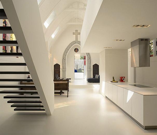 Как выглядит Топ-10+ домов мира с самой экстравагантной планировкой - Церковь, превращенная в современный дом для одной семьи