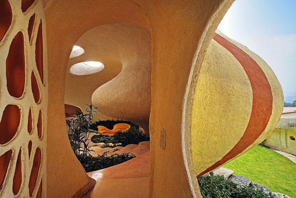 Как выглядит Топ-10+ домов мира с самой экстравагантной планировкой - Дом в гигантской раковине, сад