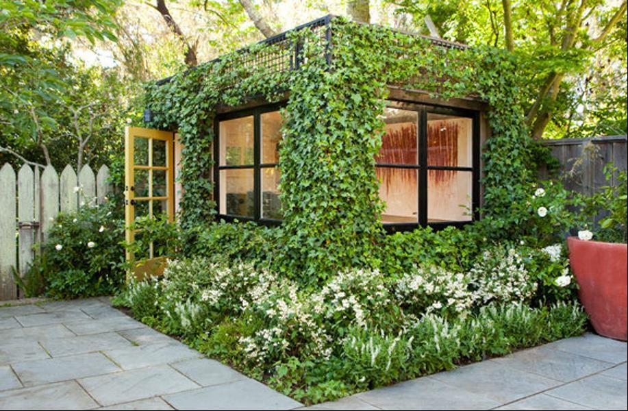 Как выглядит Топ-10+ домов мира с самой экстравагантной планировкой - Дом опутанный вьюном