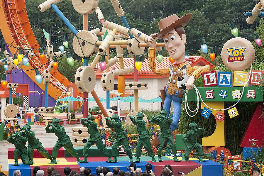 Тематические развлекательные парки - это громадная территория, забитая яркими, красочными и сложными развлечениями