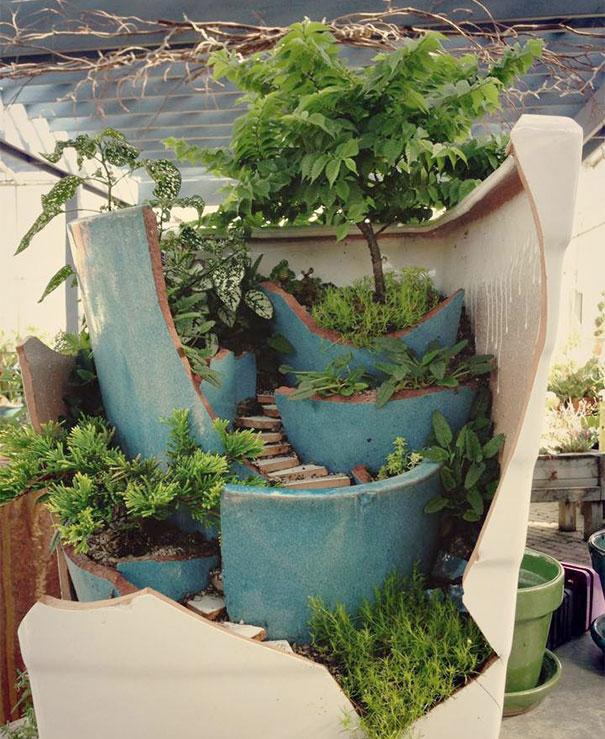 система лесенок и террас в саду фей в огромном горшке
