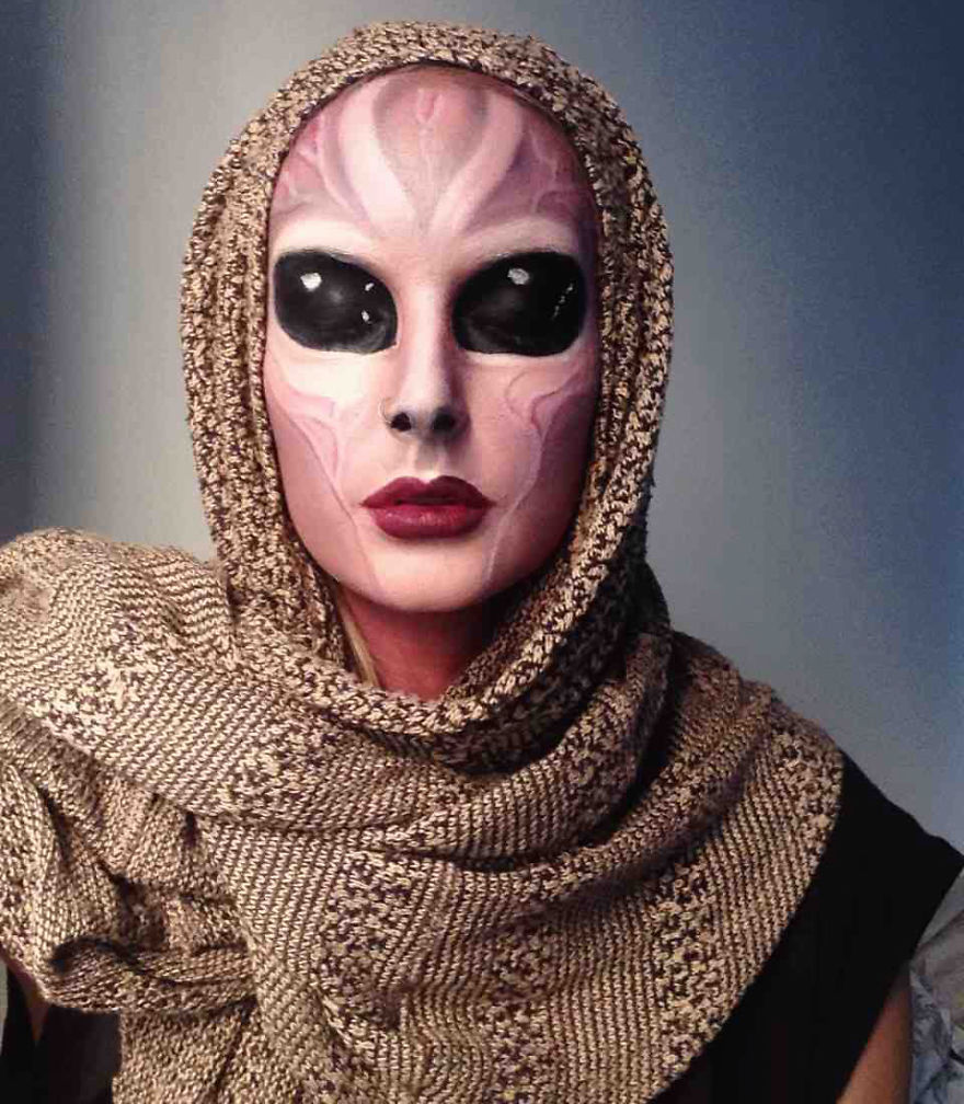 самый жуткий грим на Хэллоуин: инопланетянка из 80-х