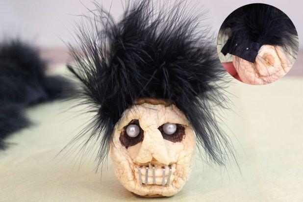 сушеные головы - декор на Хэллоуин: добавьте на головы волосы