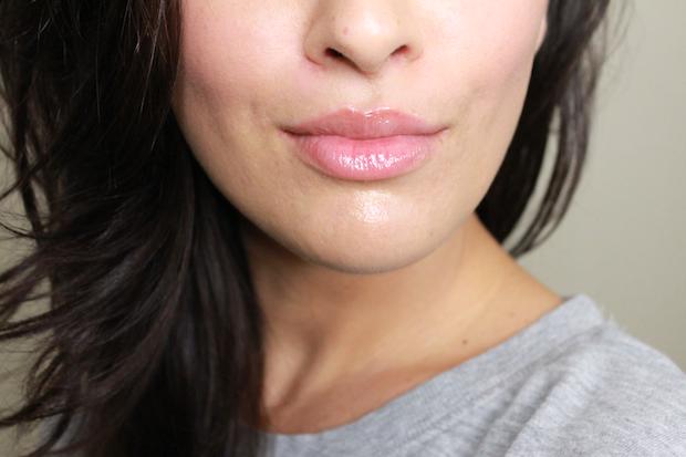 Как сделать губы более пухлыми в домашних условиях - наконец, наносим оттеночный блеск для губ