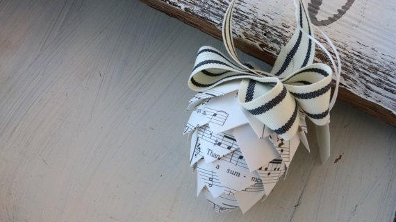 Как делать трендовые шишки из ткани и бумаги