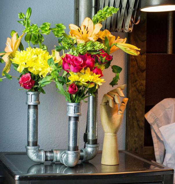 водопроводные трубы: тройная ваза для цветов