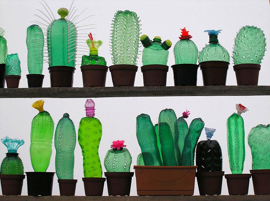 Работы Вероники Ричтеровой (Veronika Richterová) - шедевры из пластиковых бутылок. Кактусы.