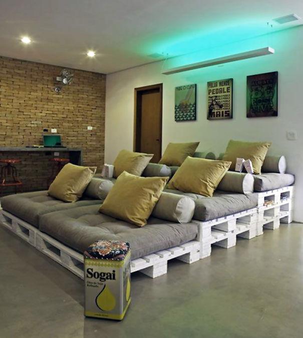 Домашний мини-кинотеатр из деревянных палет
